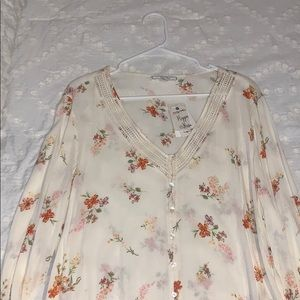 cream white floral top w/buttons
